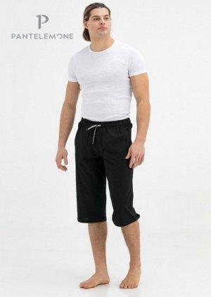 Шорты 100% хлопок Шорты среднего объёма, карманы наклонные, пояс целькроенный с резинкой и шнуром. На левой задней правой детали карман с молнией. На передних деталях принты в виде потертостей. Футер