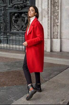 Пальто Пальто женское демисезонное в стиле оверсайз Состав : 40% шерсть , 60% прочие волокна. Застежка : кнопка. + пуговица, 2 кармана в комплекте пояс. Цвет:красный
