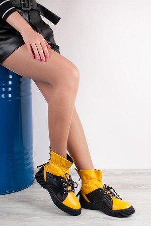 Ботинки Страна производства:ТУРЦИЯ Материал верха:Натуральная кожа Материал подкладки:Натуральный мех Материал стельки:Натуральный мех Цвет:Черный с желтым