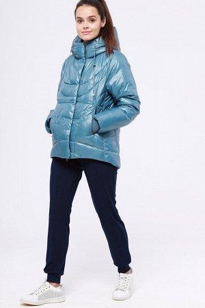 Куртка Состав: 56% ПЭ, 44% нейлон;  Сезон: Осень, Зима;  Цвет: Голубой;  Страна: Россия;  С подкладом: С подкладом (состав- 100% п/э);  Утеплитель: Синтепух (280 гр/м) Укороченная теплая зимняя куртка