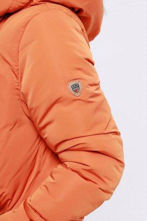 Пальто Состав: 68% ПЭ, 32% нейлон.  Цвет: Оранжевый.  Модное зимнее пальто прямого силуэта. Цельнокроеный капюшон, ассиметричная застежка с потайными кнопками и карманы на молнии –интересное функциона