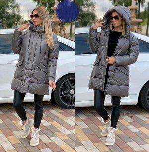 Куртка Дутая стёганая куртка средней длины свободного кроя с капюшоном. - в рукаве - внутренняя трикотажная манжета для лучшего облегания кисти; Подкладка: 100% полиэстер Материалш: 100% полиэстер Дли