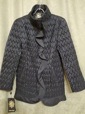 Куртка Куртка удлиненная жатка. Пекин. Цвет черный. Демисезонное на синтепоне.  Размер русский. Полуприлегающий силуэт.