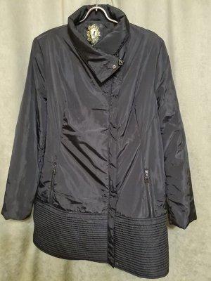 Куртка Куртка удлиненная. Пекин. Цвет черный. Демисезонное на синтепоне.  Размер русский. Полуприлегающий силуэт.