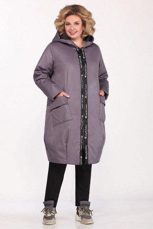 Пальто Пальто Matini 2.1422  Состав ткани: ПЭ-100%;  Рост: 164 см.  Пальто женское силуэт трапеция, с капюшоном.Застежка центральная на молнию. Перед с накладными карманами с клапаном. По низу переда