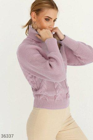 Вязаный пудровый свитер