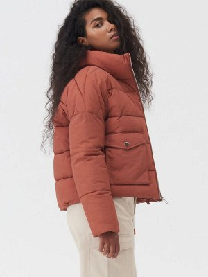 Стеганая куртка с высоким воротником-стойкой