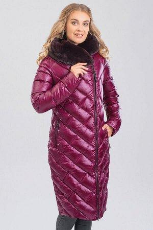 Вишневый Модель полуприталенного силуэта из гладкого стеганого текстиля поможет создать уютный образ и не даст замерзнуть холодной зимой. Смещенная застежка молния, 2-ая линия бортов придает дополните