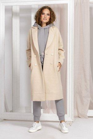 Пальто Пальто Kaloris 1636/2  Состав ткани: ПЭ-36%; Шерсть-64%;  Рост: 170 см.  Пальто двубортное, свободного кроя, прямого силуэта, со спущенной линией плеча. По переду прорезные карманы с широкой л