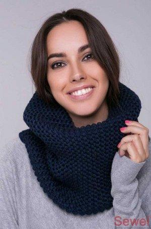Снуд синий Шарф снуд – это одновременно шарф и капюшон, именно так его название можно дословно перевести с английского языка. Он обладает множеством достоинств, так как комбинируется практически со вс