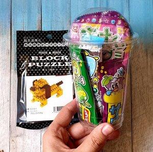 Подарок. Подарочная упаковка, набор мармелада и жевательных конфет 6штук в стакане, конструктор в ассортименте. Выбираем вид конструктора при заказе.