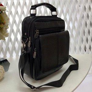 Мужская сумка Gardie среднего размера из мягкой натуральной кожи с ремнем через плечо чёрного цвета.