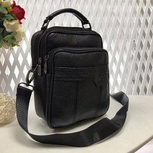 Мужская сумка Zilberry из мягкой натуральной кожи с ремнем через плечо чёрного цвета.