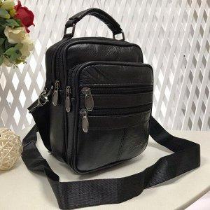 Мужская сумка Posher из мягкой натуральной кожи с ремнем через плечо чёрного цвета.