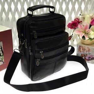Мужская сумка Success формата А5 из мягкой натуральной кожи с ремнем через плечо чёрного цвета.