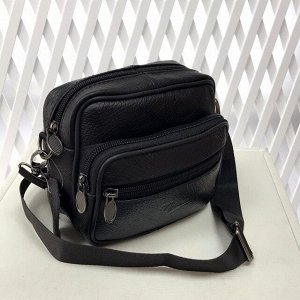 Модная мужская сумка Bonum из мягкой натуральной кожи с ремнем через плечо чёрного цвета.