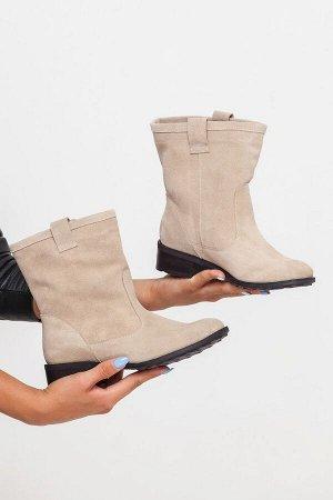 Светло-бежевые замшевые ботинки Impressa