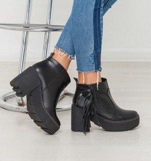 Черные кожаные ботинки с бахромой