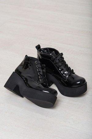 Черные лакированные ботинки на удобной танкетке