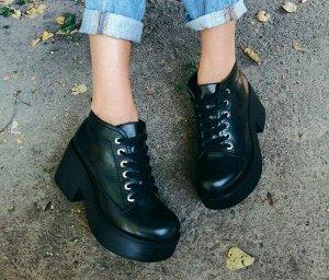 Черные кожаные ботинки на удобной танкетке