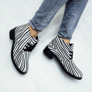 Кожаные ботинки Desert в цвете классическая зебра