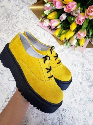 Желтые замшевые туфли Doctor
