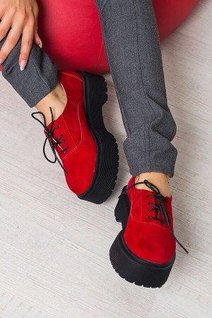 Красные замшевые туфли Doctor