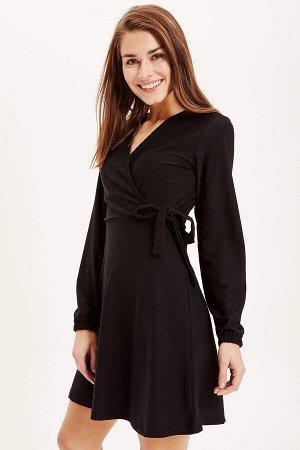 Платье черное с запахом