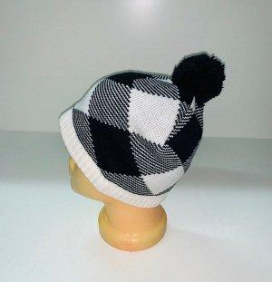 Шапка Черно-белая шапка с помпоном и геометрическим узором  №4031