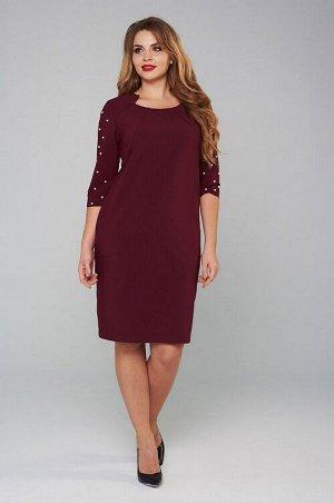 Платье Офисное платье из пластичной костюмной ткани. Платье полуприлегающего силуэта, с втачным рукавом и фигурной горловиной. Перед платья с отрезной кокеткой. Спинка со средним швом, в котором распо