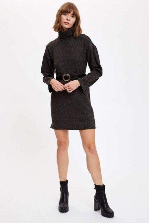 Платье Размеры модели: рост: 1,78  грудь: 83 талия: 60  бедра: 89 Надет размер: M эластан3%,вискоз 9%,полиэстер 88%