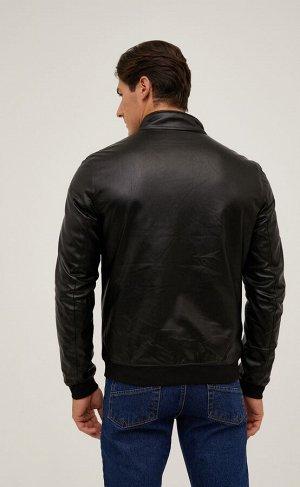 Куртка Короткая куртка Fine Joyce из эко кожи. Воротник-стойка с трикотажной отделкой внутри. Благодаря легкому утеплителю модель хорошо согревает в прохладные дни. Застегивается на молнию спереди.