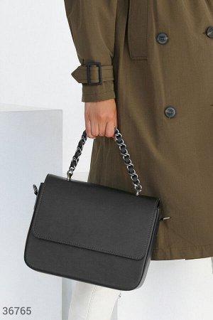 Черная кожаная сумка с цепочкой