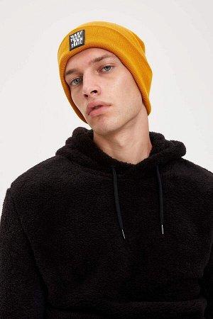 шапка Размеры модели: рост: 1,86 грудь: 97 талия: 74 бедра: 96 Надет размер: STD  Акрил 100%
