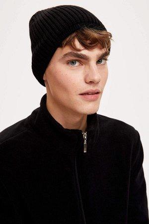 шапка Размеры модели: рост: 1,85 грудь: 91 талия: 72 бедра: 92 Надет размер: STD  Акрил 50%, Хлопок 50%