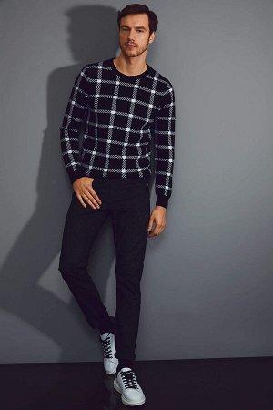 брюки Размеры модели: рост: 1,89 грудь: 99 талия: 75 бедра: 99 Надет размер: размер 30 - рост 32 Elastan 1%, Полиэстер 31%, Хлопок 68%