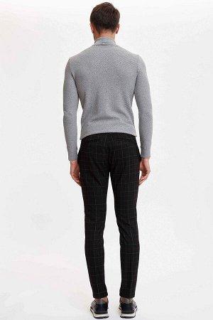 брюки Размеры модели: рост: 1,89 грудь: 100 талия: 74 бедра: 97 Надет размер: размер 32 - рост 32  Вискоз 33%, Полиэстер 64%,Elastan 3%