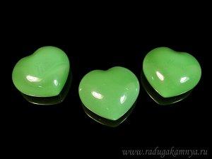 Сердце из нефрита имитация 44*40*20мм