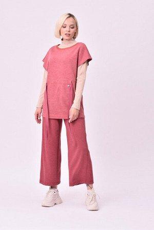 Жилет Состав: 75% вискоза, 20% шерсть, 5% эластан.  Цвет: Розовый.