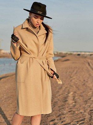 Пальто бежевое с отложным воротником и поясом