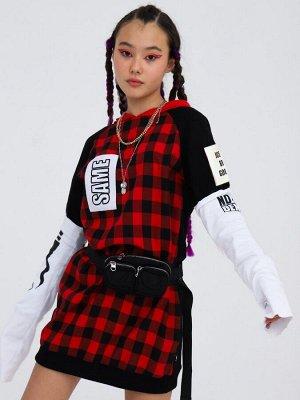 Платье прямого силуэта с капюшоном