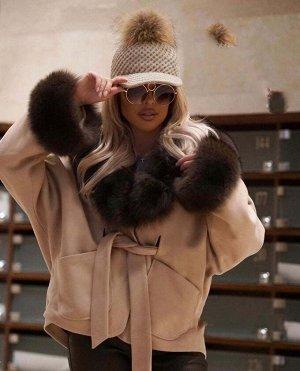 Пальто Эксклюзивное меховое пальто с капюшоном. Длина - 60 см утеплено синтепоном