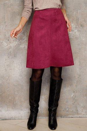 Юбка (НСК) Юбка (НСК)  Состав: 90% ПЭ 10% Эластан Длина: 53-57 см. Описание модели: Элегантная юбка из замши на трикотажной основе. Модель А-силуэта, на обтачке. По спинке застежка молния Цветовая га