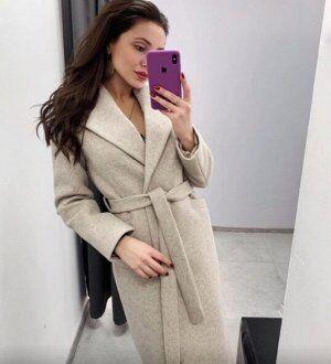 Пальто Пальто женское – яркий представитель демисезонной верхней одежды. Несмотря на «любовь» к утепленным плащам и курткам, купить пальто женское все же имеет смысл, поскольку данная одежда подходит