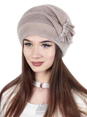 ШапкаОдри Цвета: Серобежевый, Шапка «Одри» - женский головной убор из искусственного меха под нерпу. Оригинальная рельефная модель облегающей голову формы, сшитая ровными клиньями и дополненная сбоку