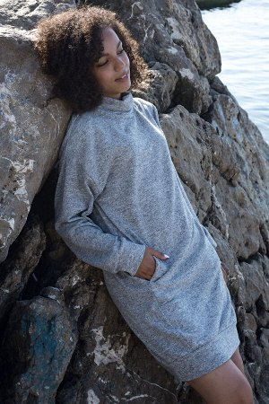 Платье Данный товар в одной расцветке ткань: кашемир состав: хлопок 50%, п/э 45%, лайкра 5% Тёплое платье из кашемира. Воротник - хомут. В рельефных швах внутренние карманы. Рукава и низ изделия на ма