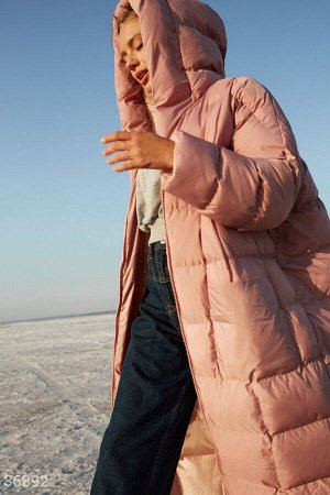 Розовая стеганая куртка-пальто