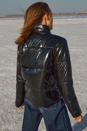 Универсальная стеганая куртка черного цвета