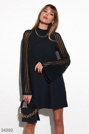 Черное платье с ажурными рукавами