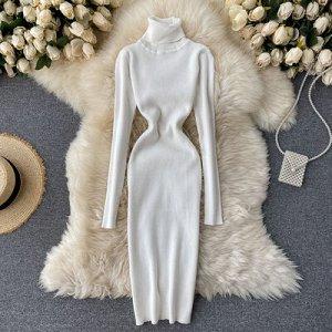 Трикотажное платье с высоким горлом белое